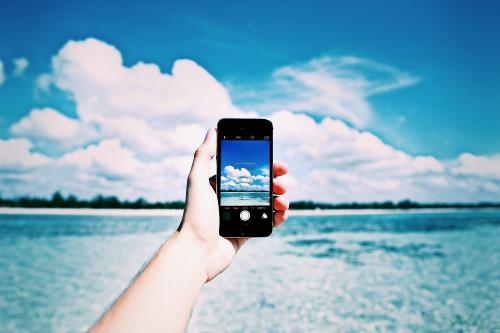 beach-cellphone-close-up-861132.jpg
